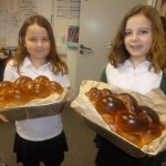 The children had the opportunity to try Challah, a type of plaited bread traditionally eaten during Shabbat.